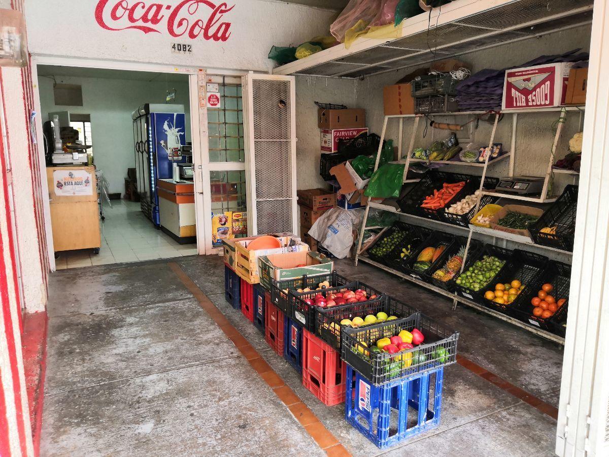 28 de 33: Área comercial PB: abarrotes y frutería