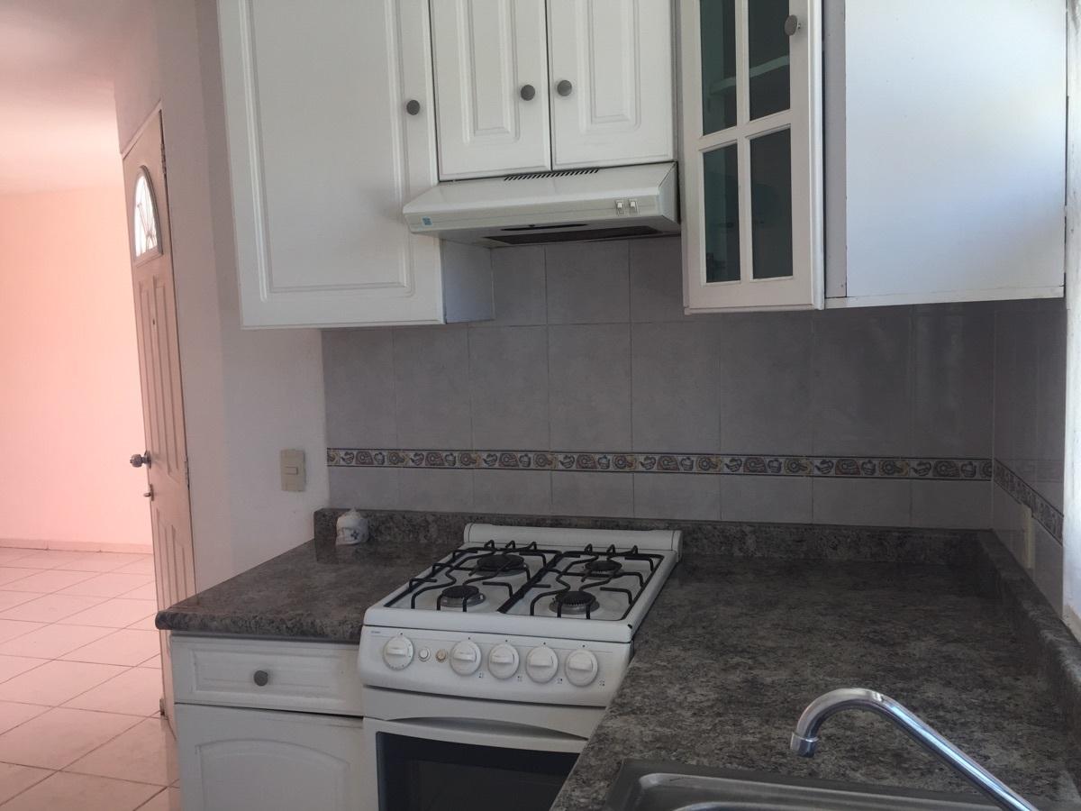 11 de 16: cocina integral con estufa y tarja, gabinetes