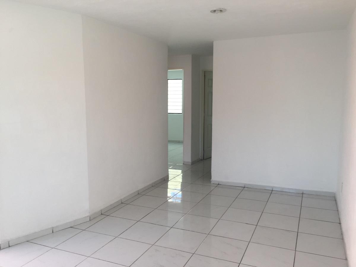 14 de 16: Amplia sala comedor y pasillo al fondo