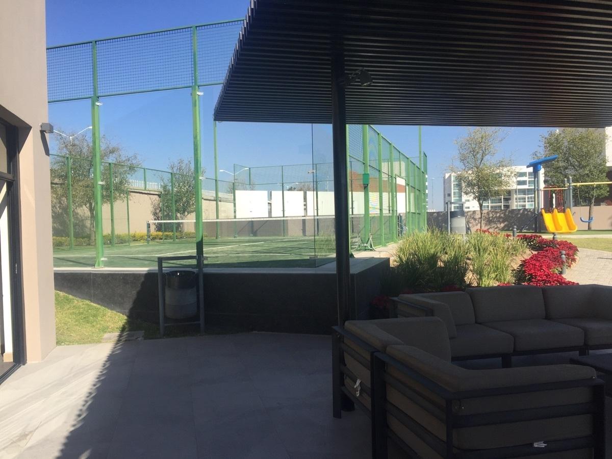 24 de 29: Al fondo front tennis y terraza