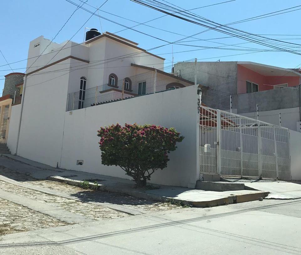 1 de 15: Fachada lateral de la propiedad