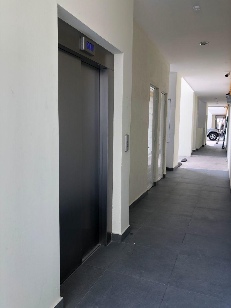 6 de 34: elevador y bodega