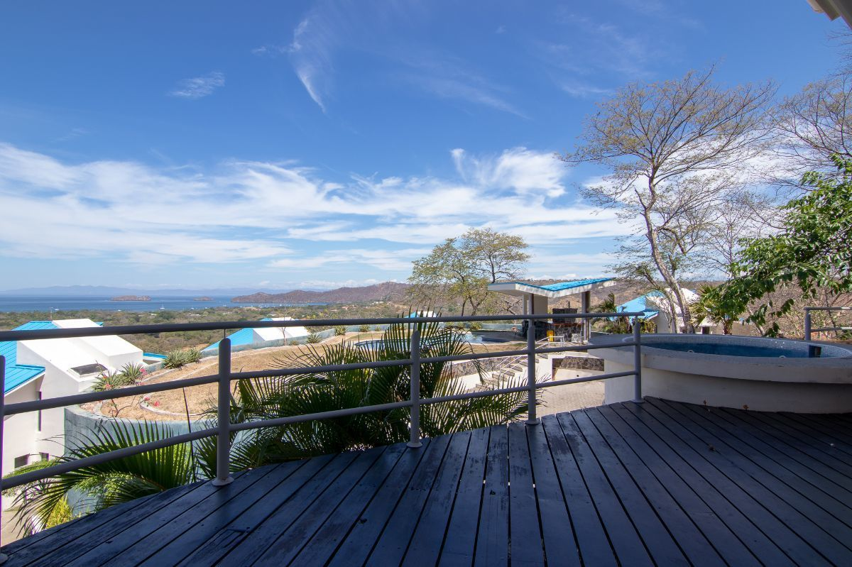 18 of 23: Terrace with plunge pool