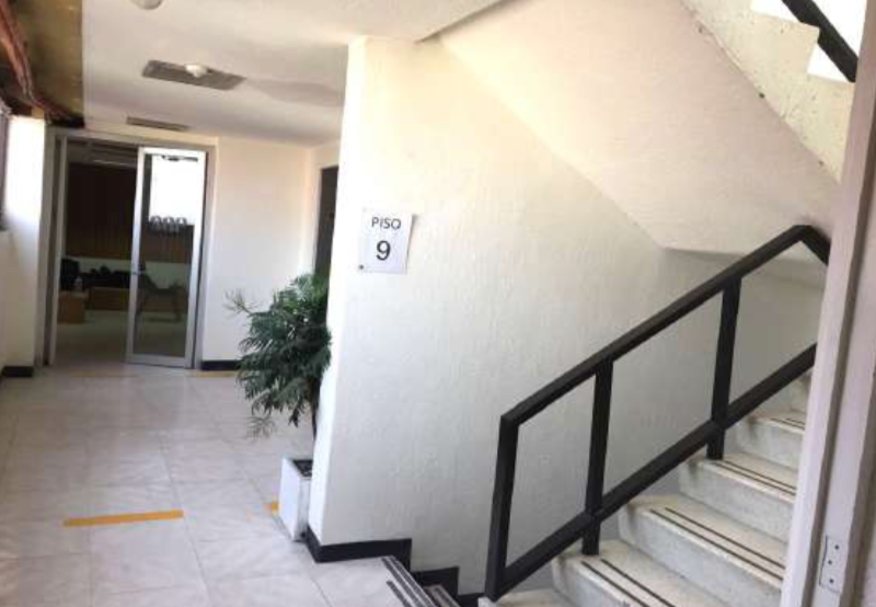 6 de 8: Escaleras de emergencia