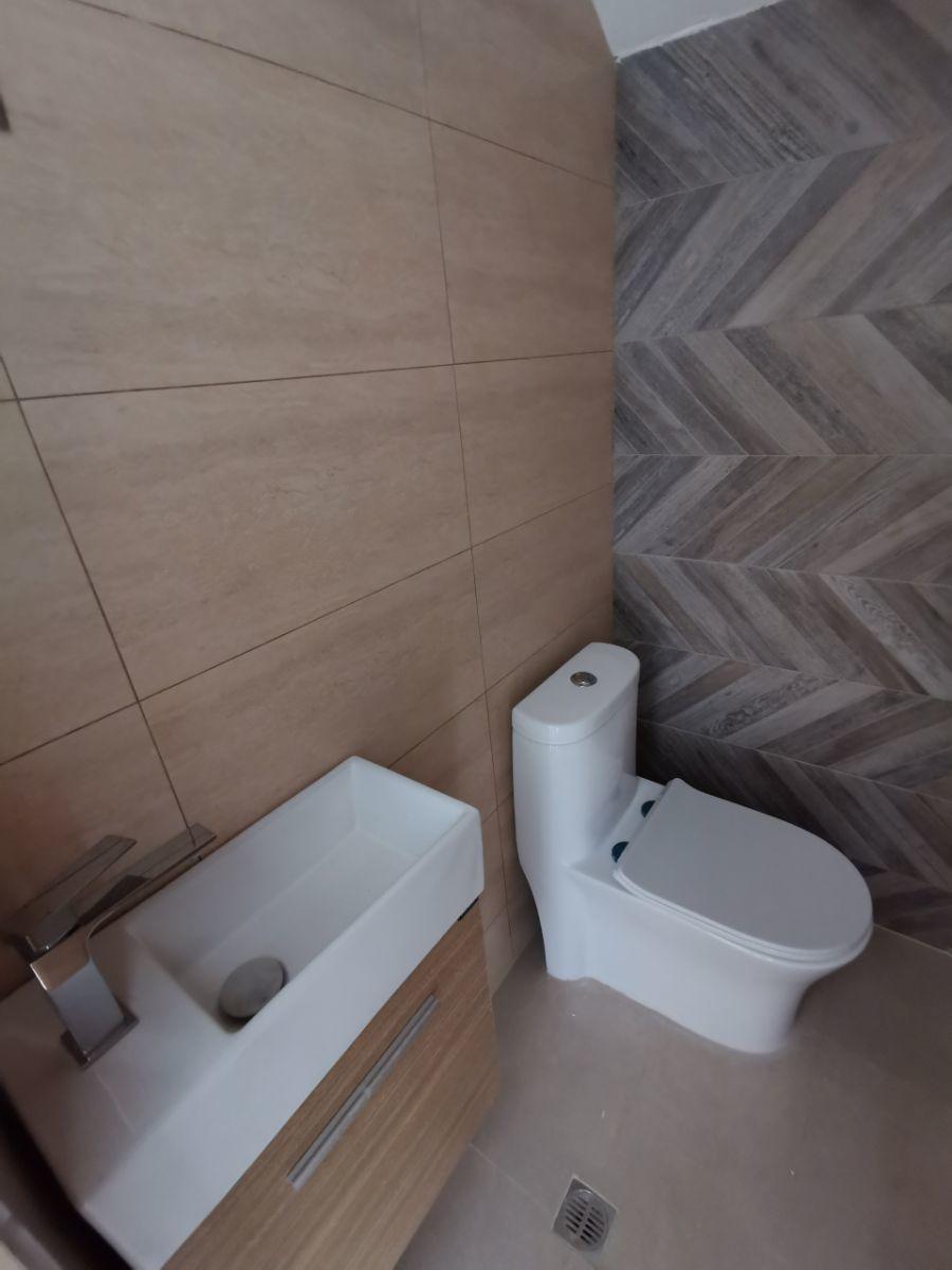13 de 22: Baño de visita 1er nivel