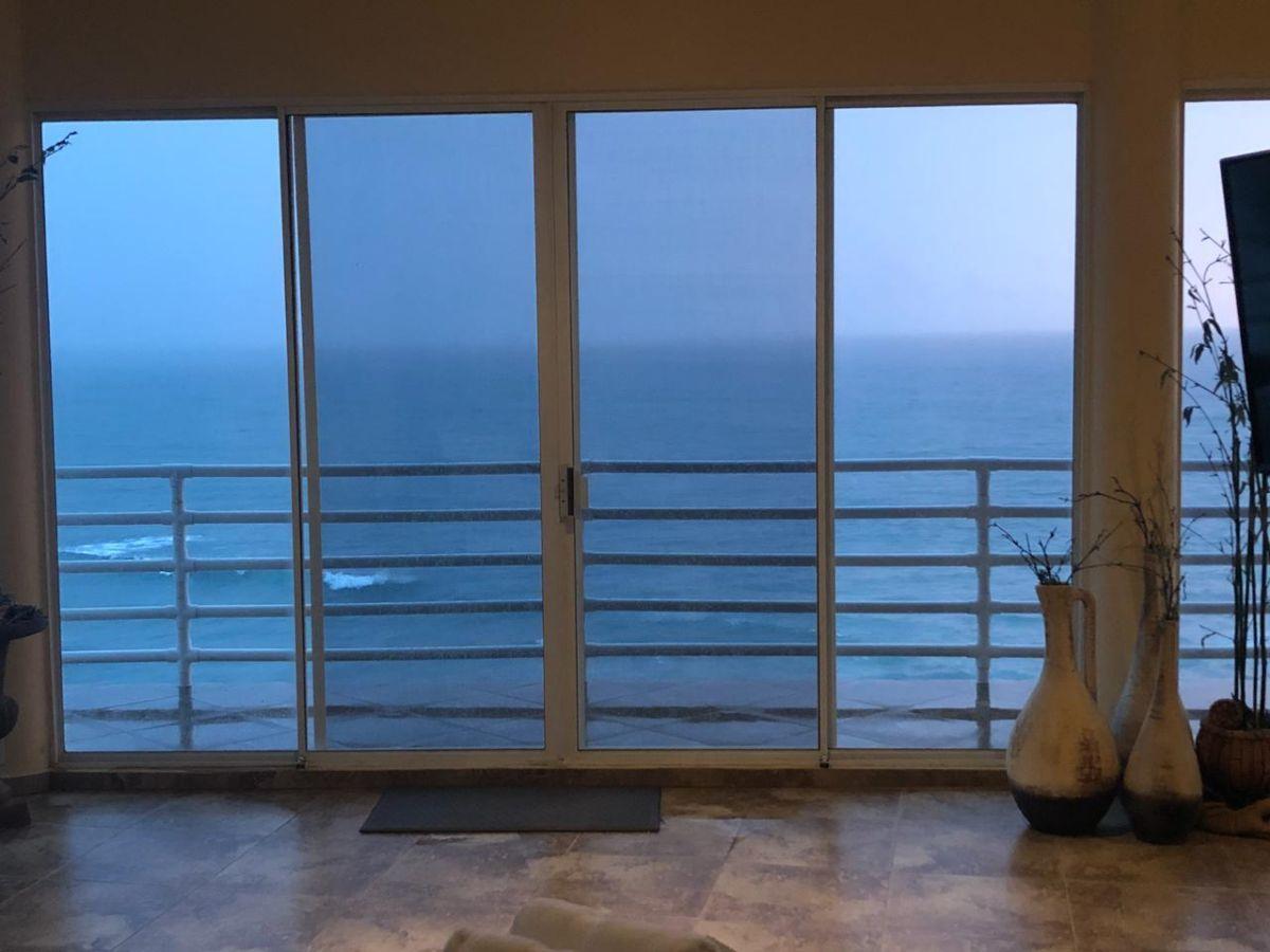 10 de 19: Estancia vista al mar