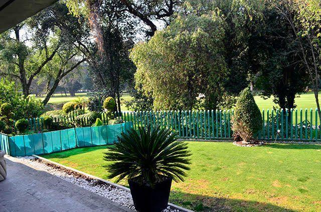 14 de 28: Jardin privado con cerca y vista al green