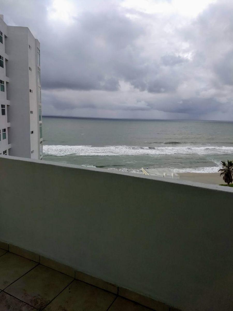 15 de 22: Vista al mar desde el balcón