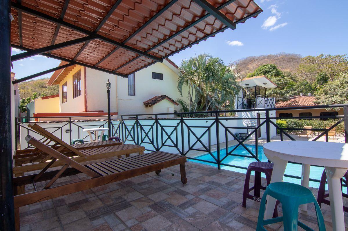 3 of 25: Gigantic pool terrace