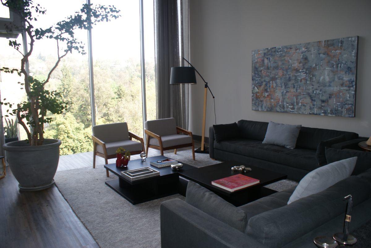 4 de 28: Sala amueblada con muebles a medida y accesorios