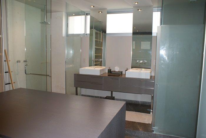 21 de 28: Amplios baño y vestidor recámara principal
