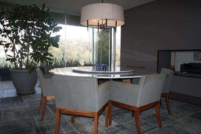 9 de 28: Comedor - mesa redonda para 8 personas con mesa de granito
