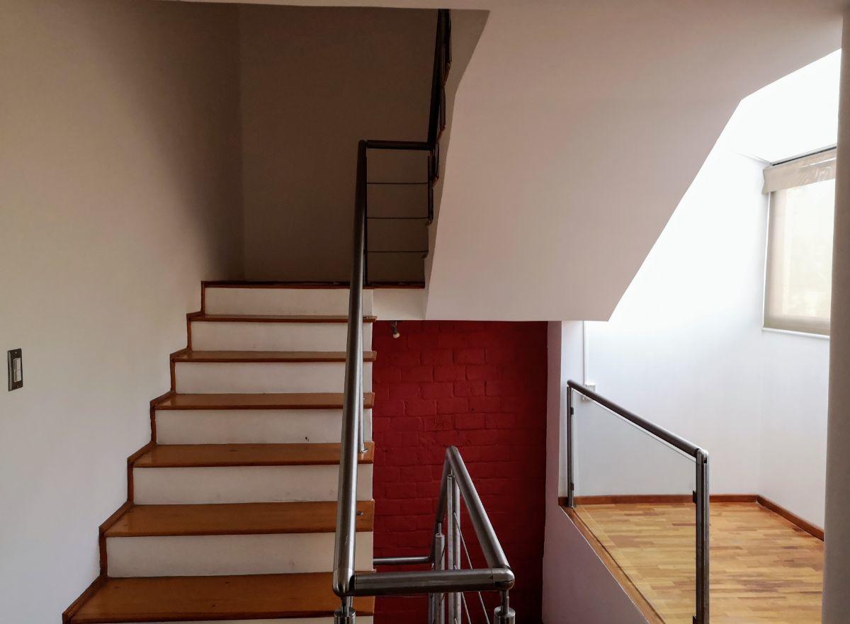 22 de 27: Escaleras