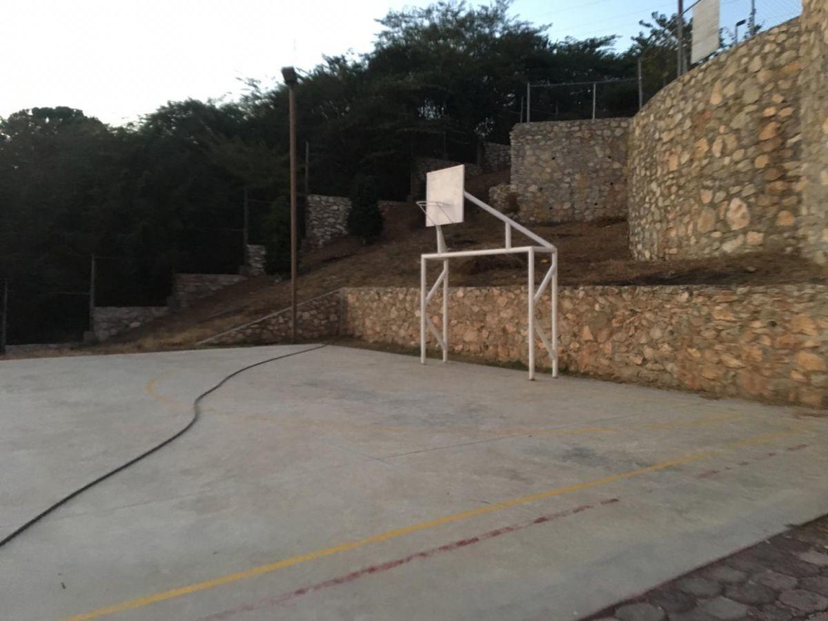 23 de 27: Cancha de Basket