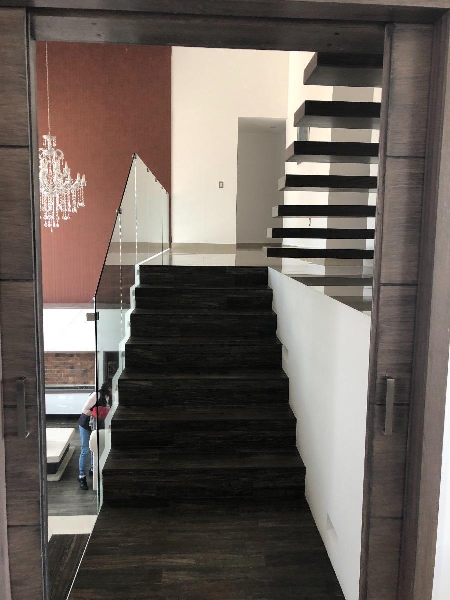 12 de 34: Escaleras