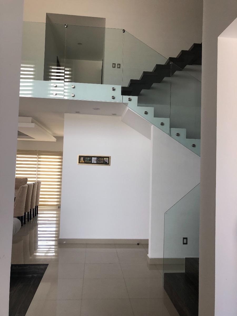 5 de 34: Escaleras