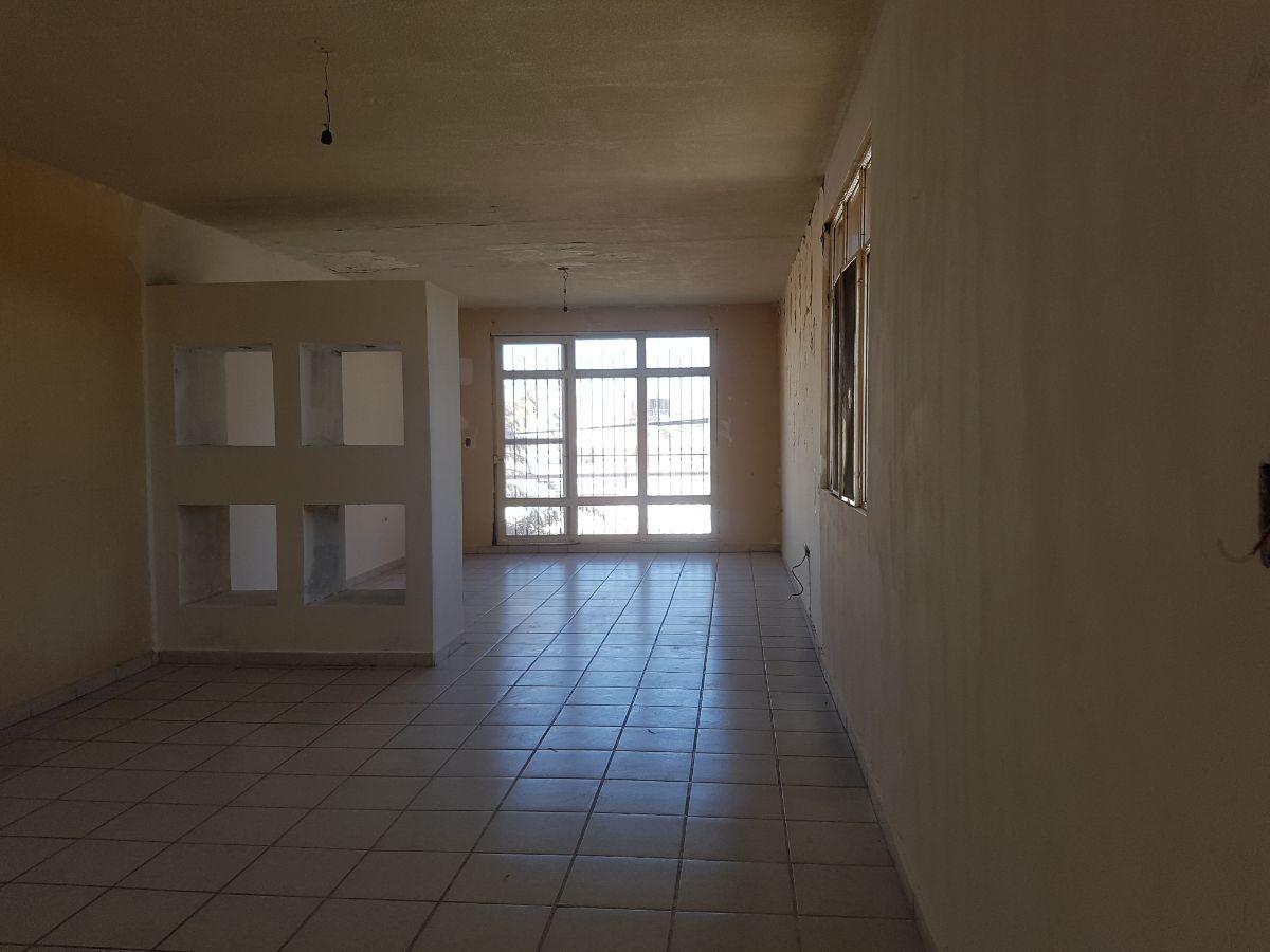 13 de 34: Sala comedor casa planta alta, vista al balcon