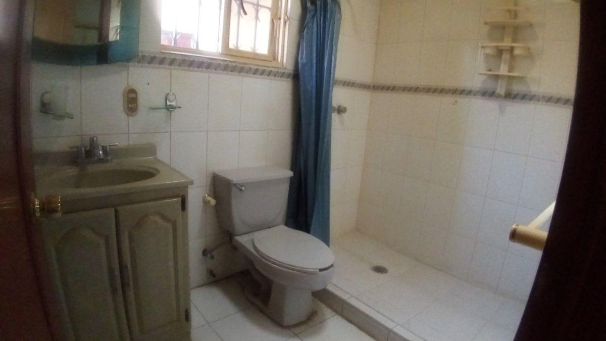 30 de 34: Baño departamento planta baja