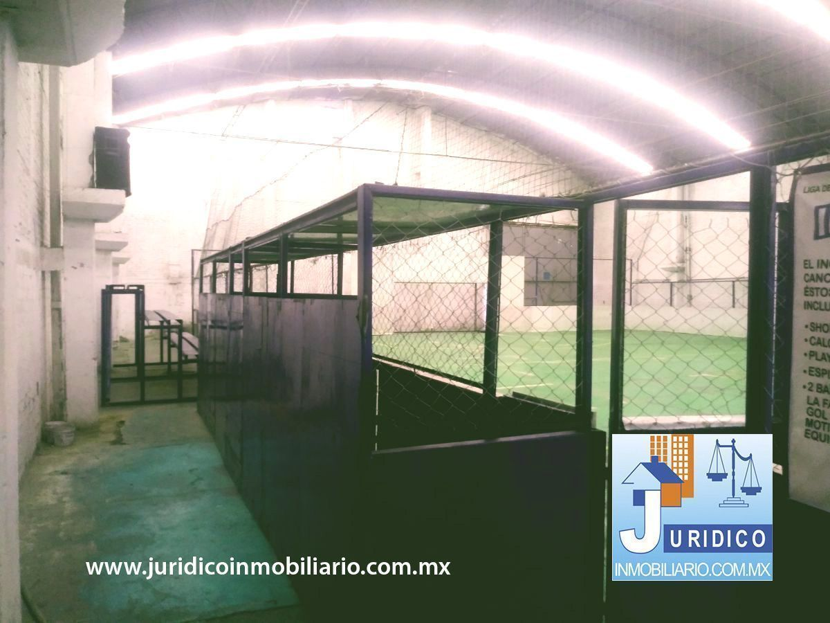 15 de 21: Área techada 1260 m2