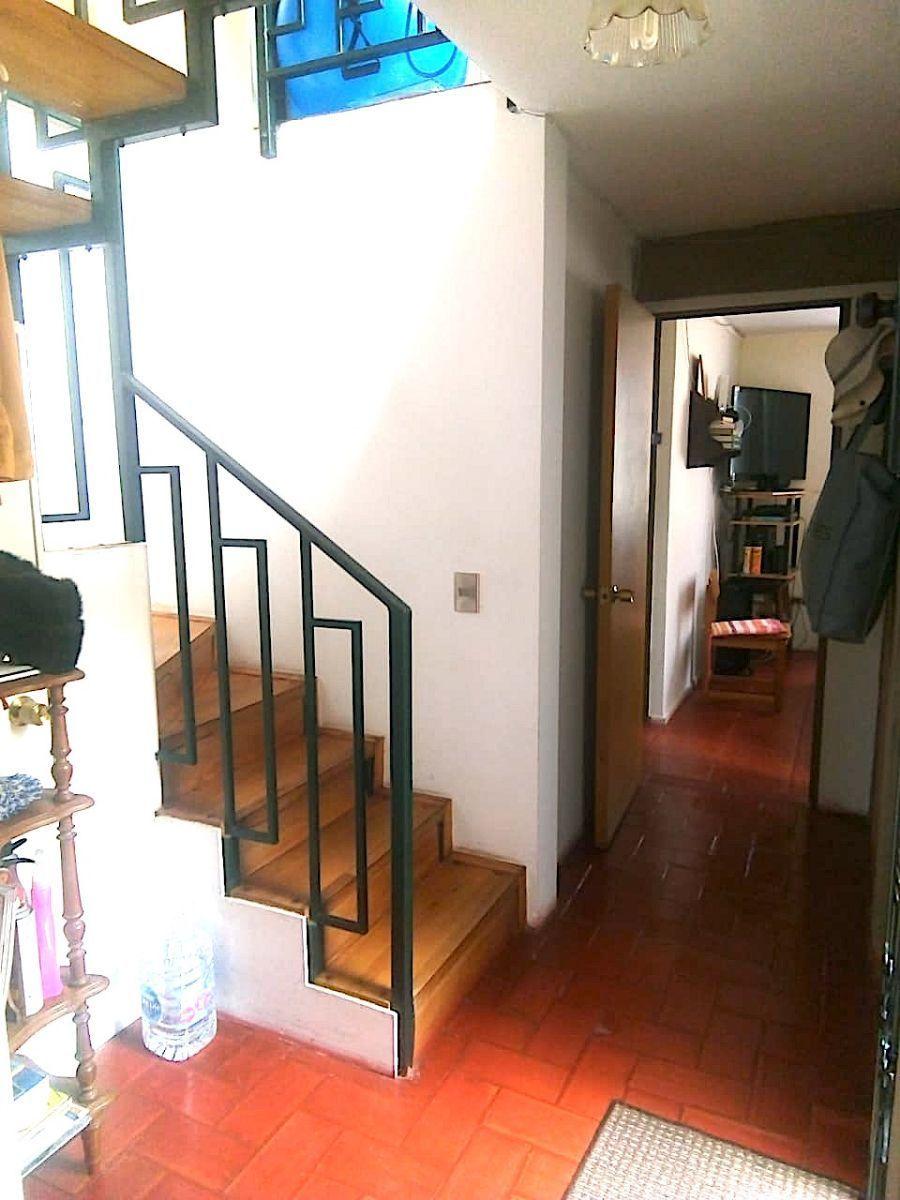 8 de 20: Escalera hacia el segundo piso