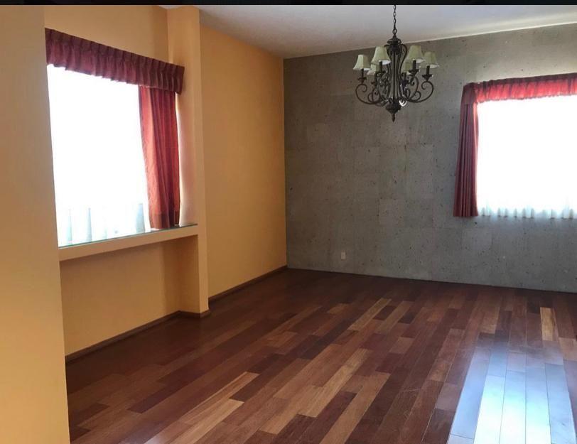 4 de 19: Sala con pisos de madera