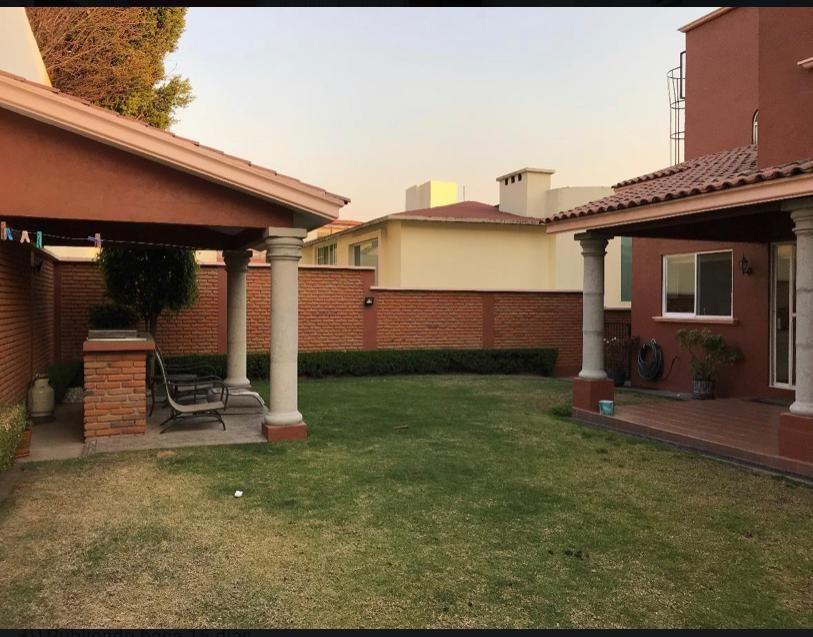10 de 19: Vista del jardín, terraza y área de asador