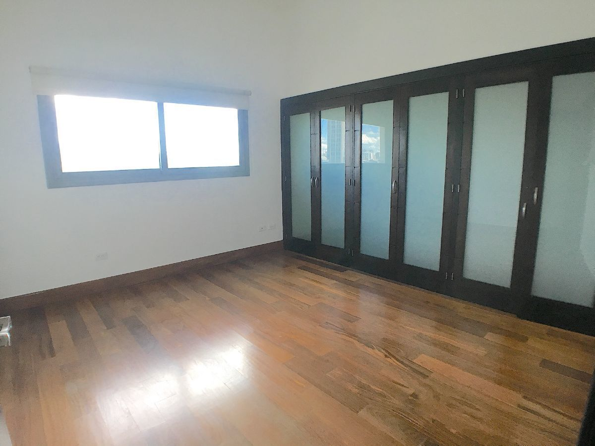 6 de 13: Habitación secundaria con closet