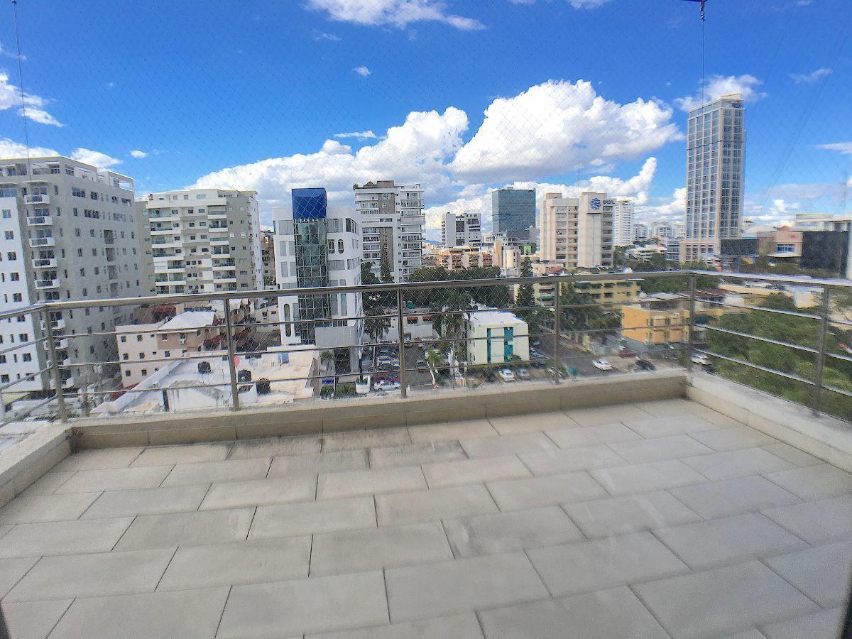 1 de 13: Balcón amplio, buena orientación y vista despejada
