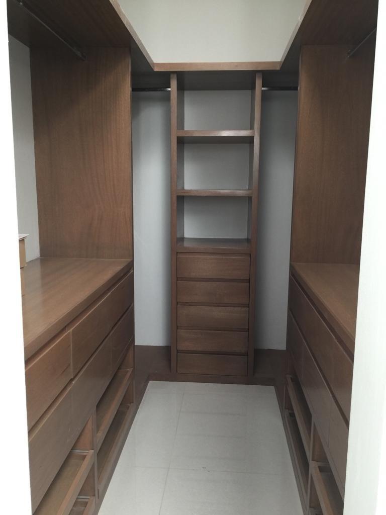 15 de 29: closet vestidor amplio de recàmara principal