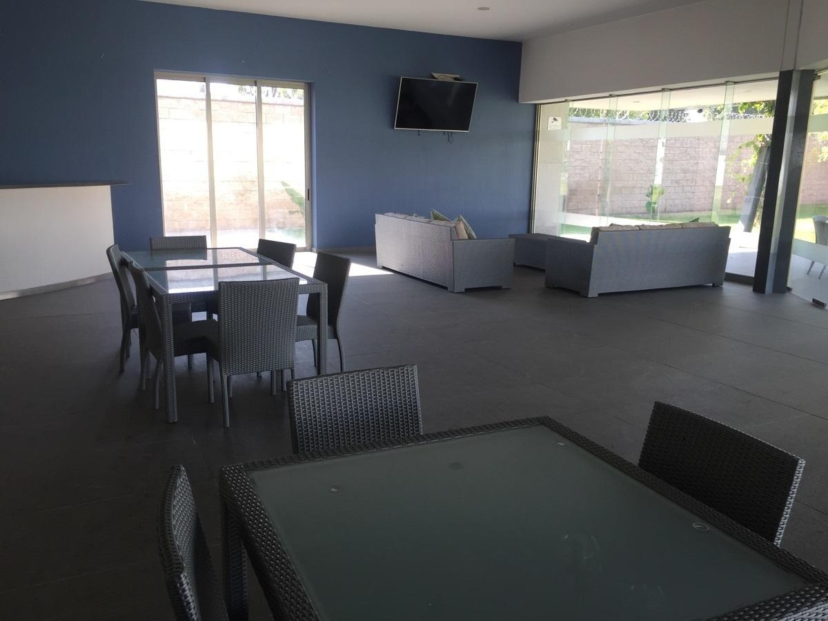 29 de 29: terraza y salòn de eventos en casa club