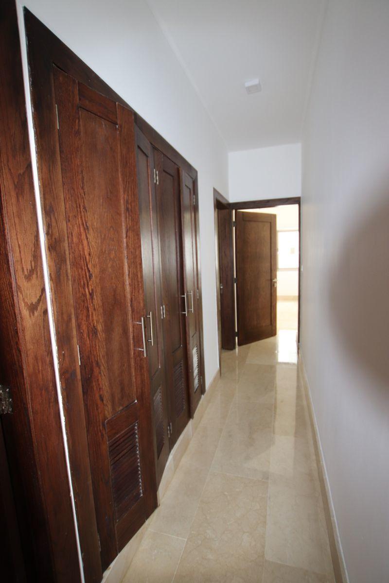 17 de 25: pasillo habitaciones