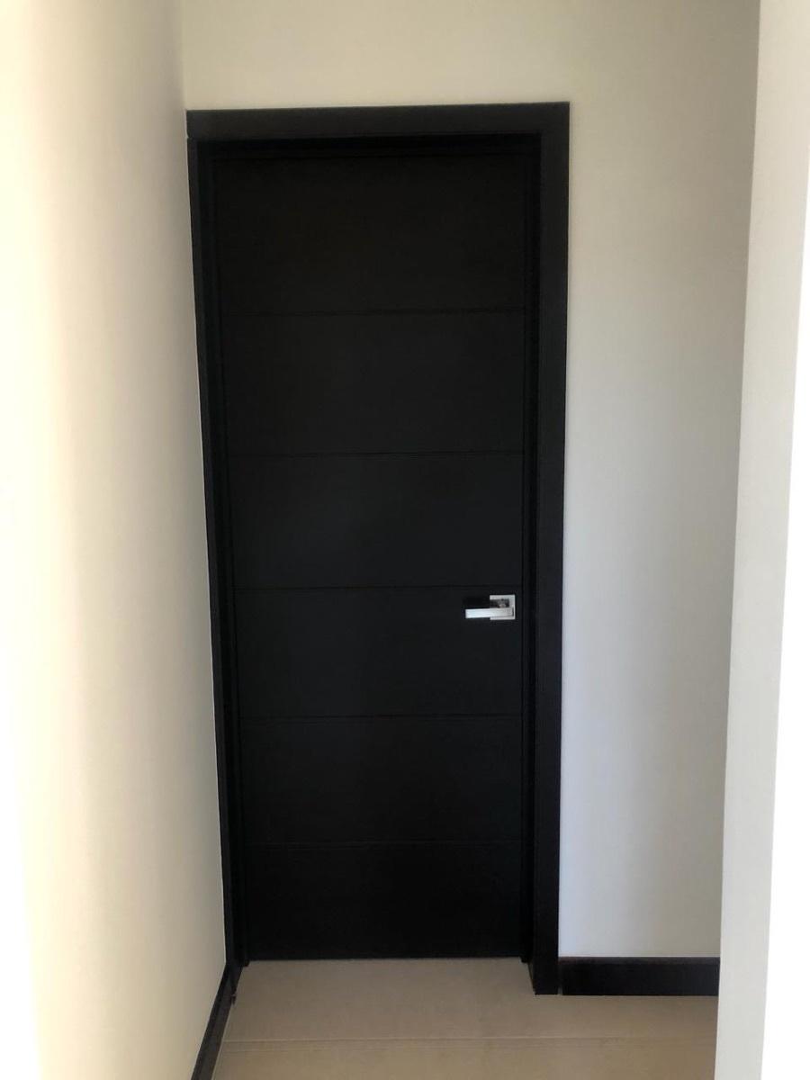 6 de 15: Muestra puerta