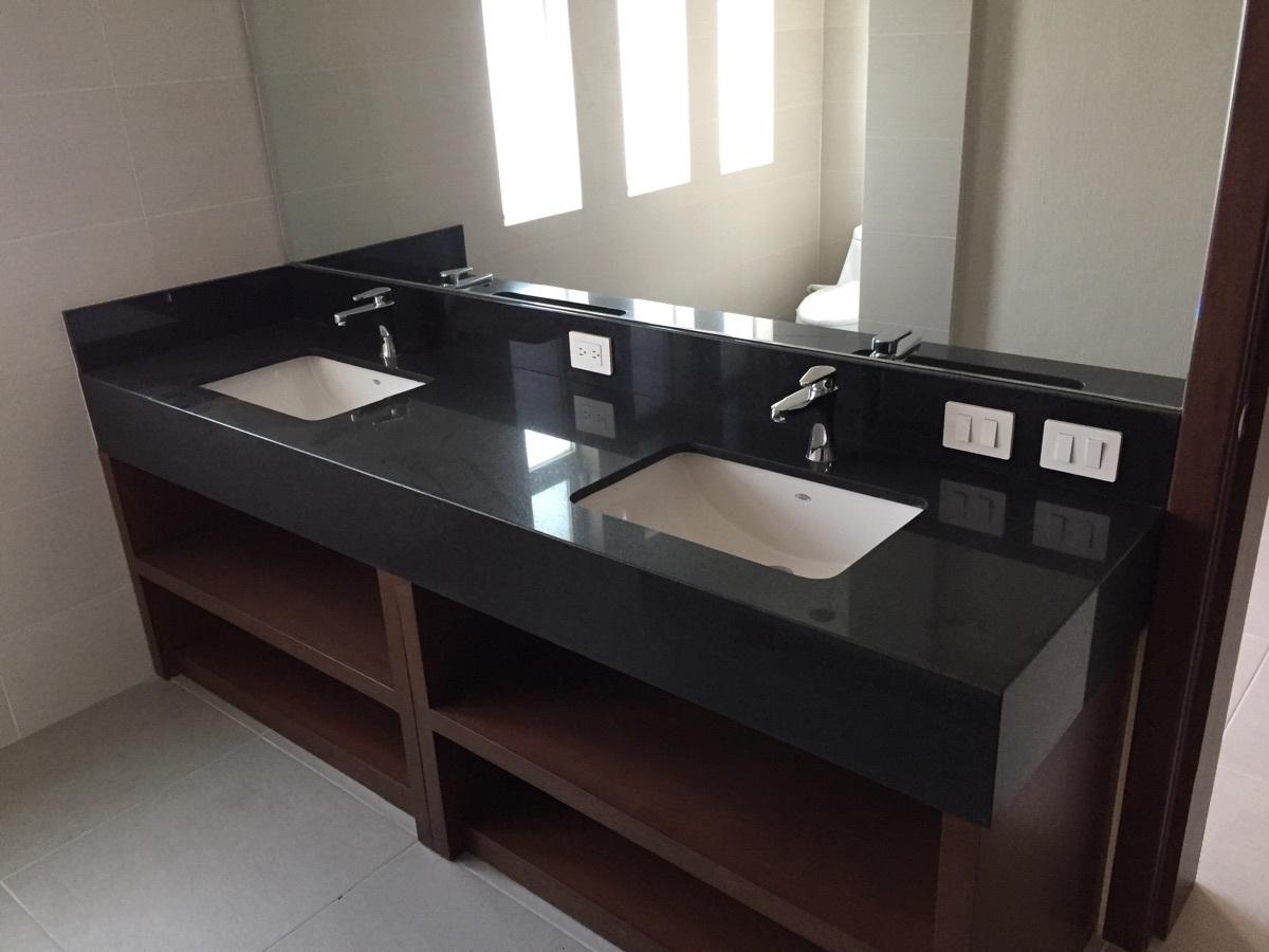 26 de 40: Elegante mueble en baño principal