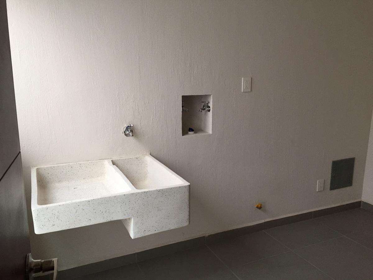 33 de 40: Area para lavadora y secadora, lavadero.