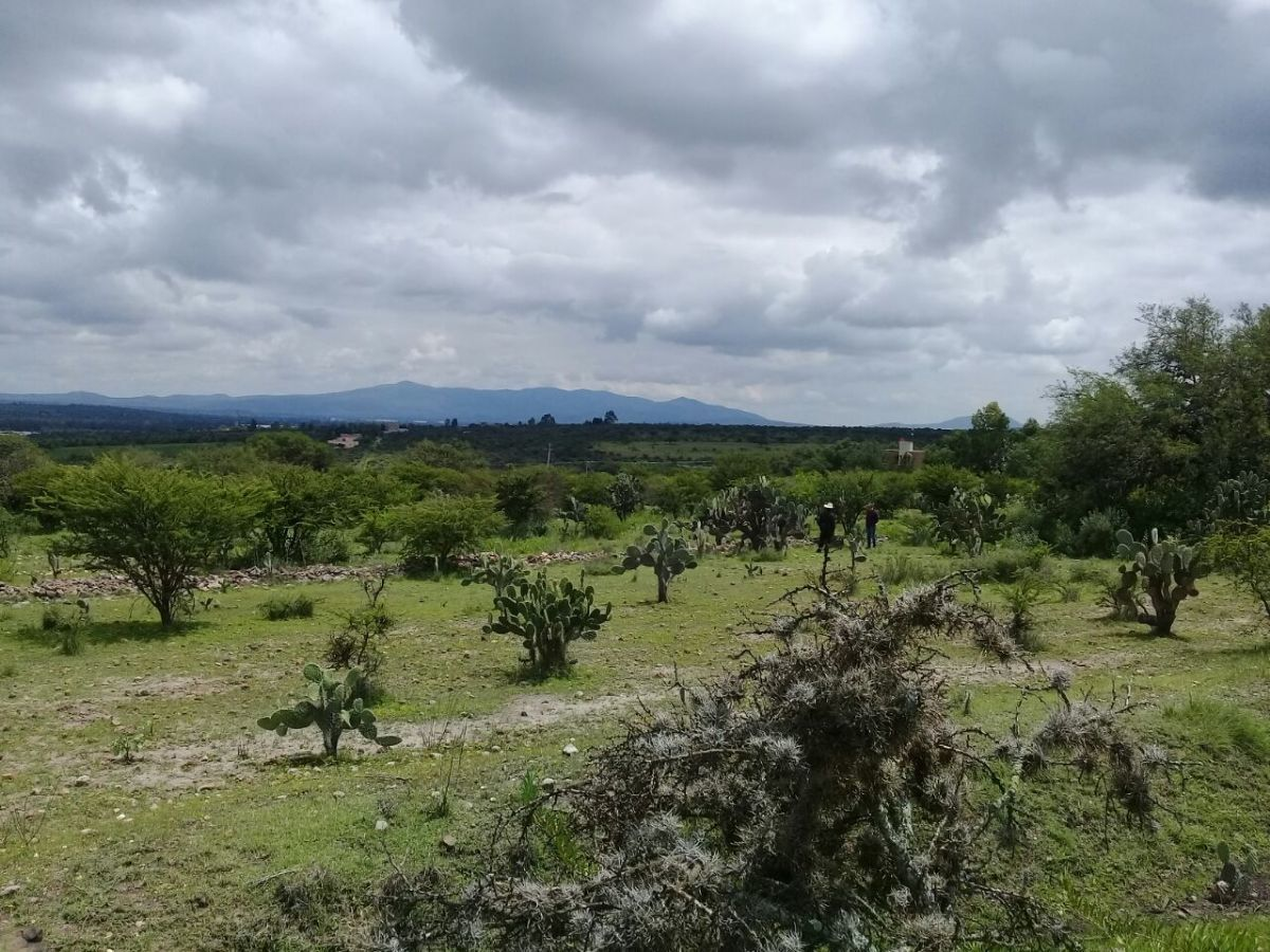 1 of 4: Beautiful mountain views / Preciosas vistas a las montañas