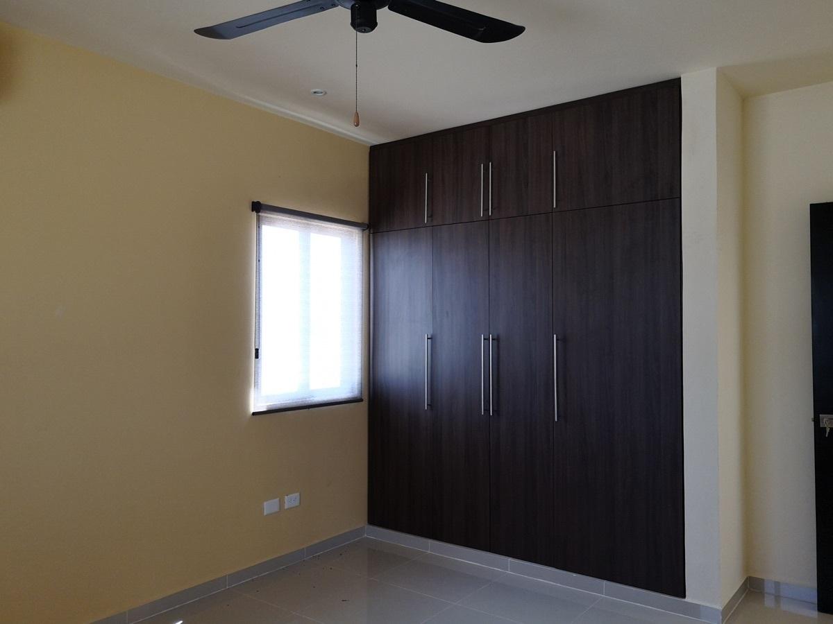 16 de 28: Closet habitación secundaria 1