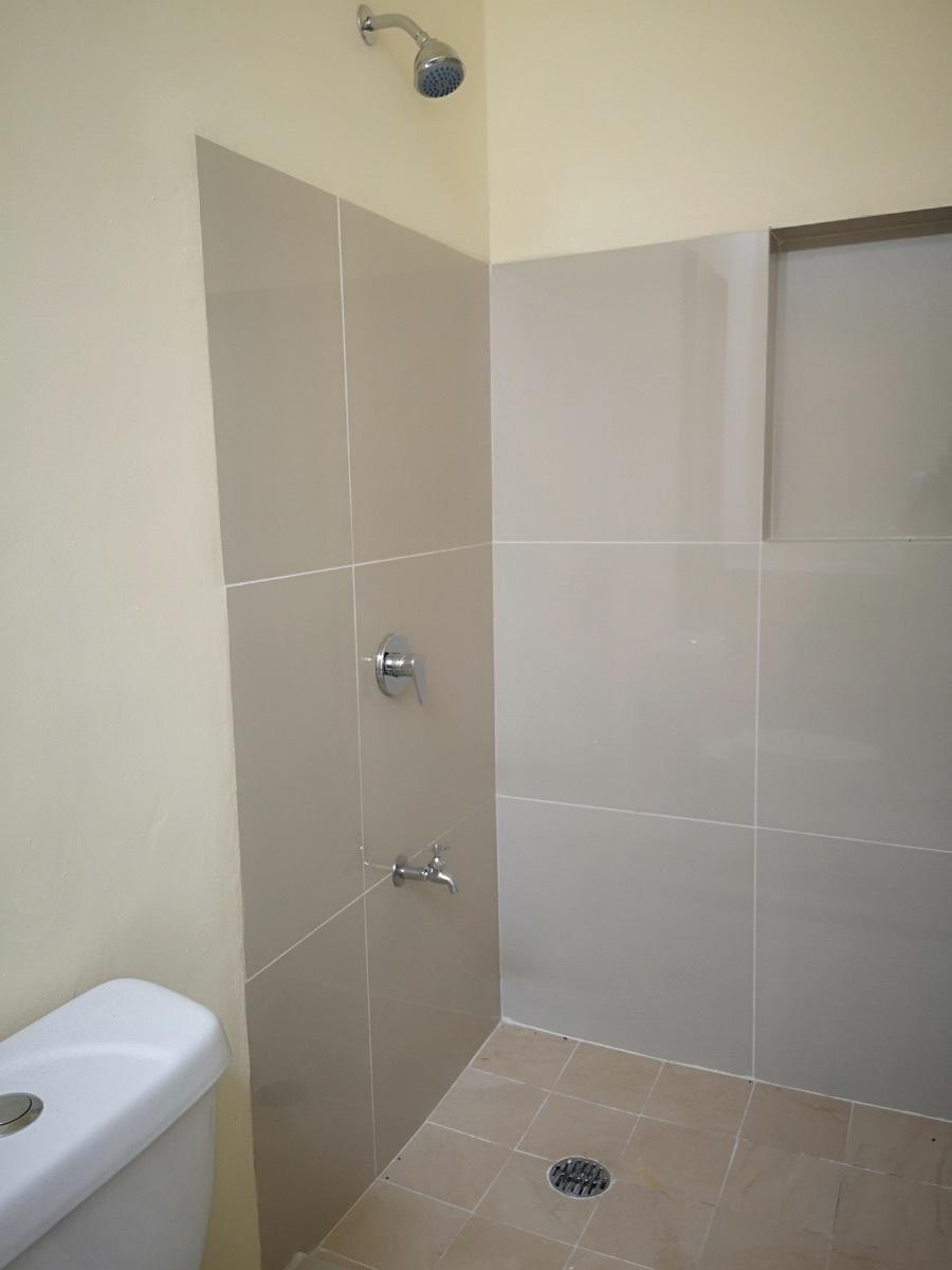 17 de 28: Baño habitación secundaria 1