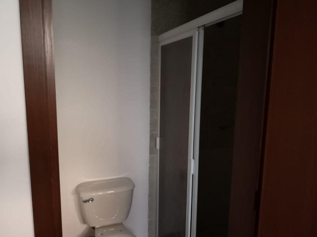 4 de 8: Canceles en el baño.