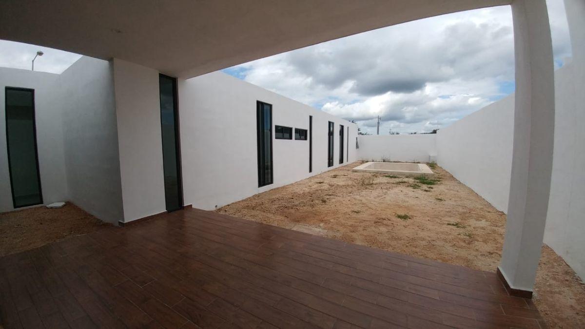 1 de 25: Vista de terraza a piscina