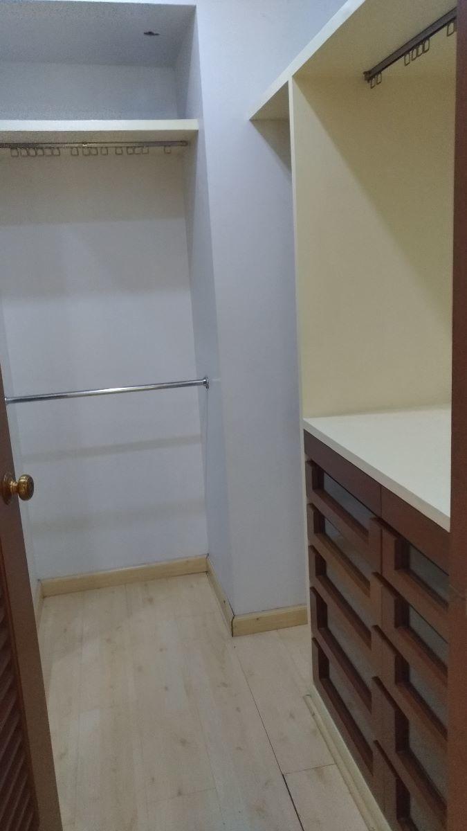 14 de 17: closet vestidor en cada recámara.