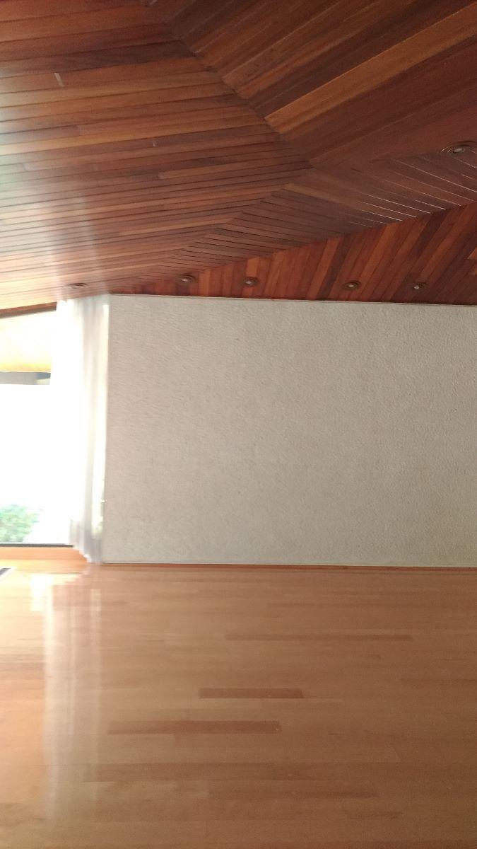 4 de 17: Sala con luz natural