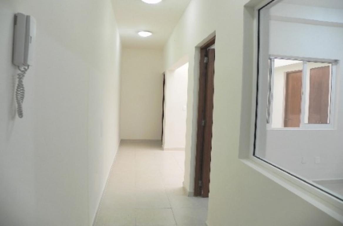 6 de 7: Oficinas con baños, recepción y privados.