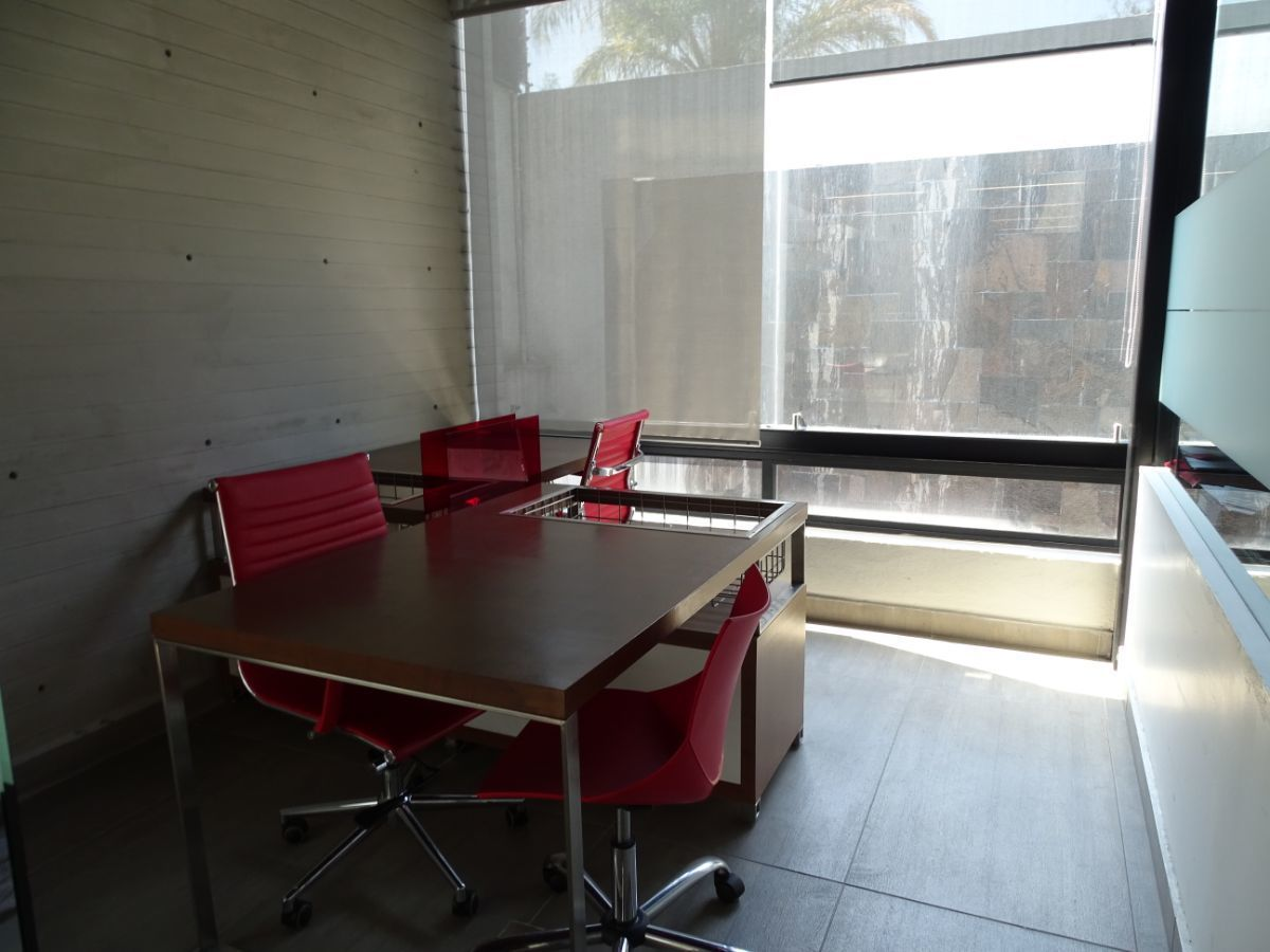 10 de 18: Oficina totalmente adaptada