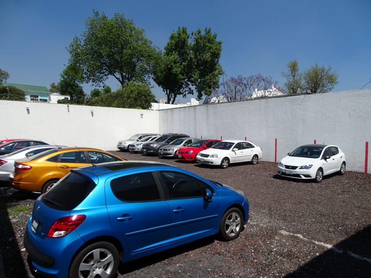 13 de 18: Estacionamiento para 25 autos