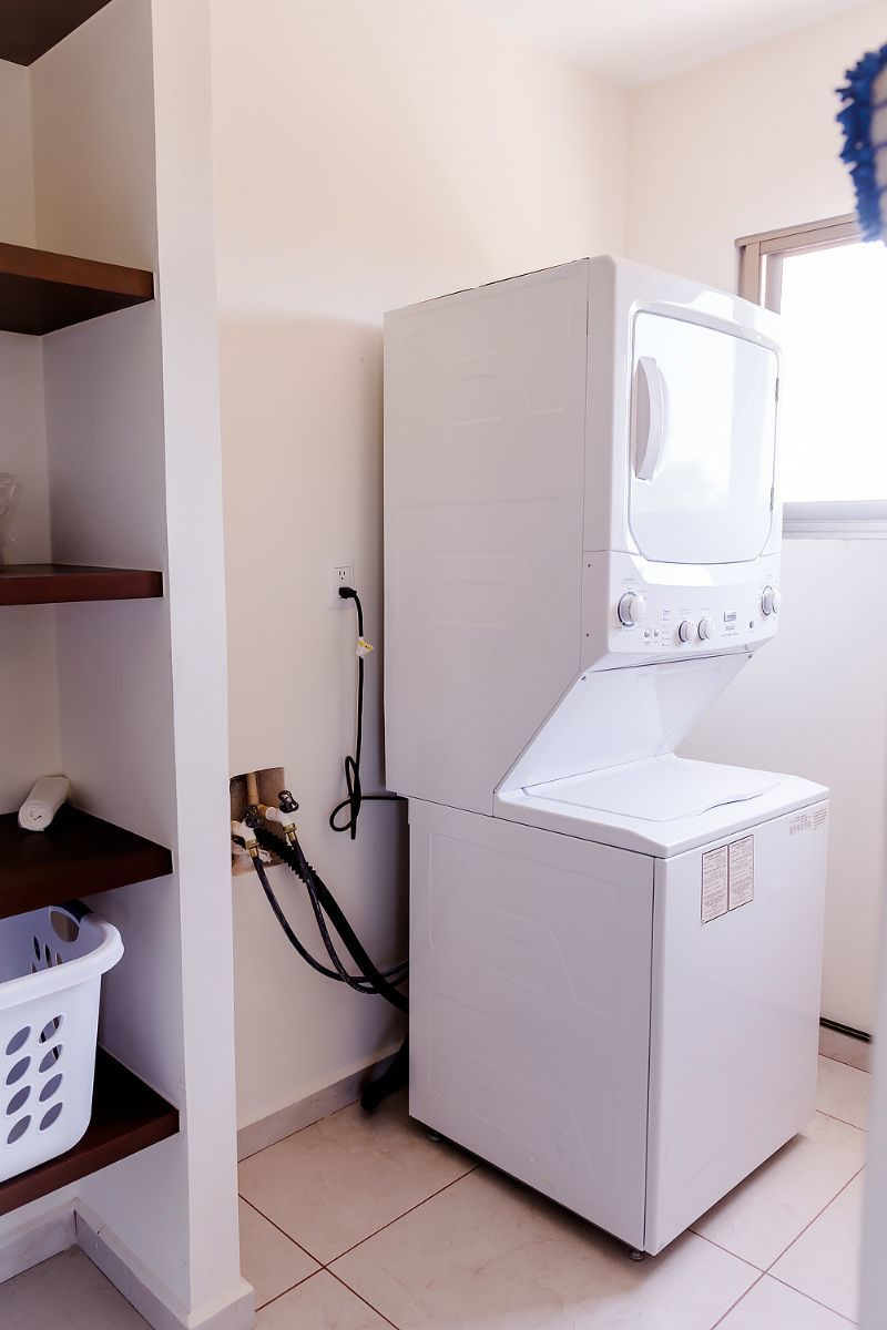 4 of 32: laundry room