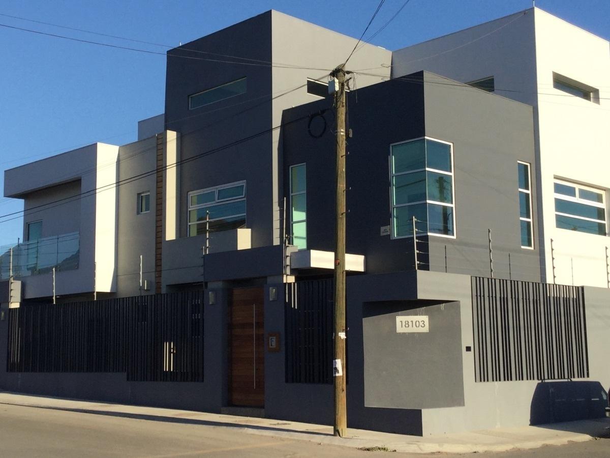 1 de 29: Casa en esquina con doble fachada
