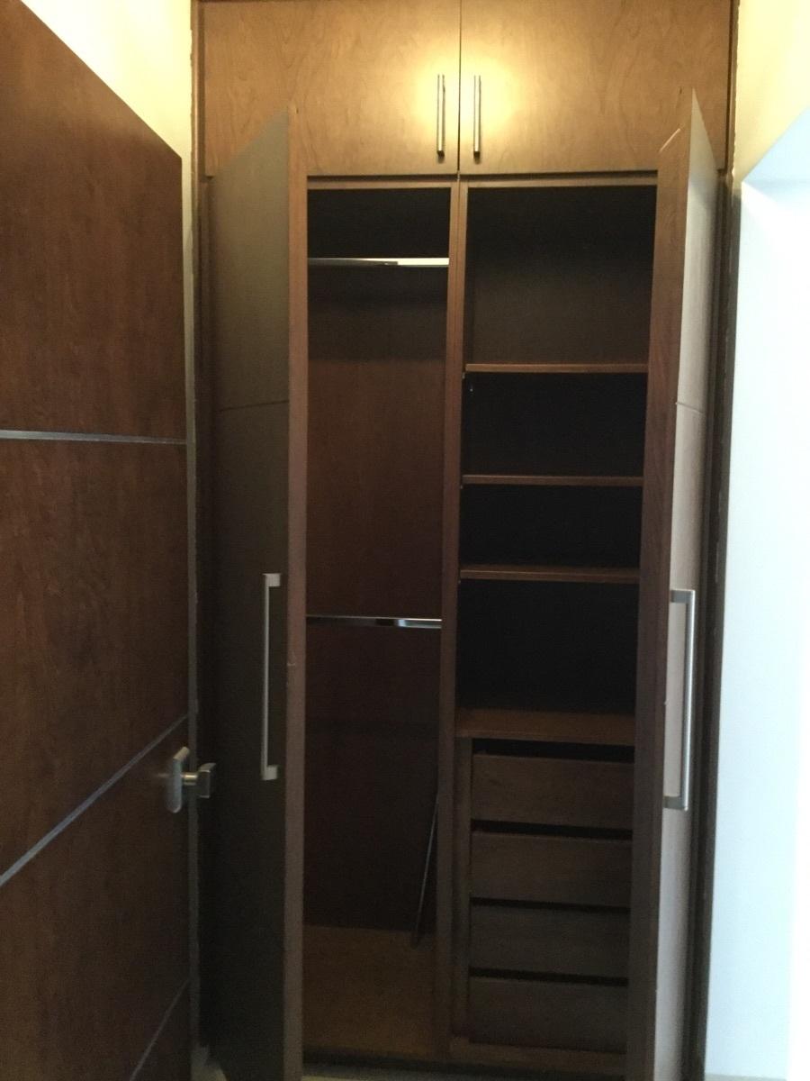 13 de 29: Walking closet en recamara principal