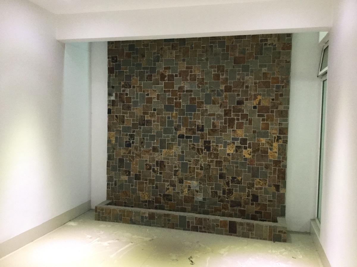14 de 29: Sala de tv , todo el piso con cerámica porcelanizada