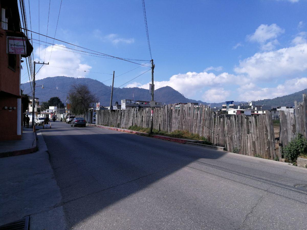 4 de 5: Vista del terreno sobre  avenida
