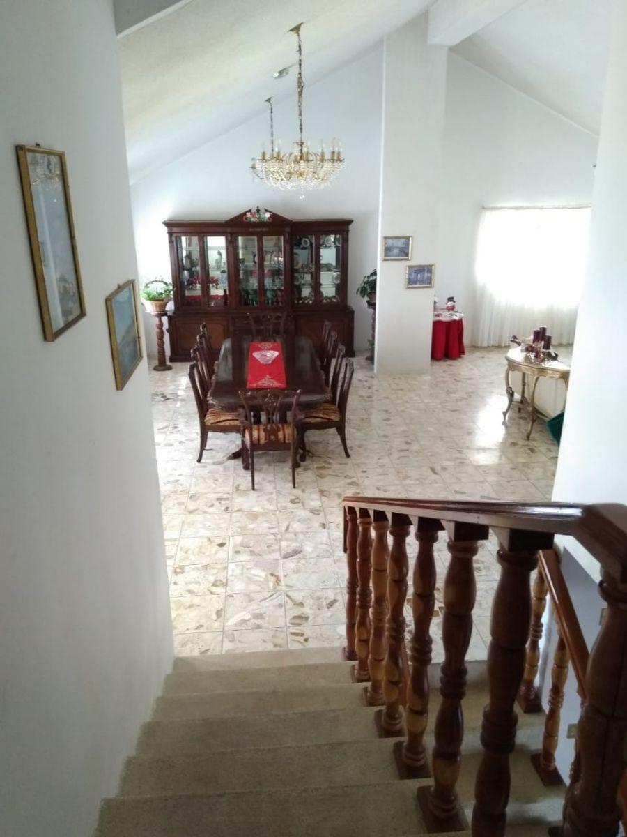 9 de 19: vista del segundo nivel hacia el comedor